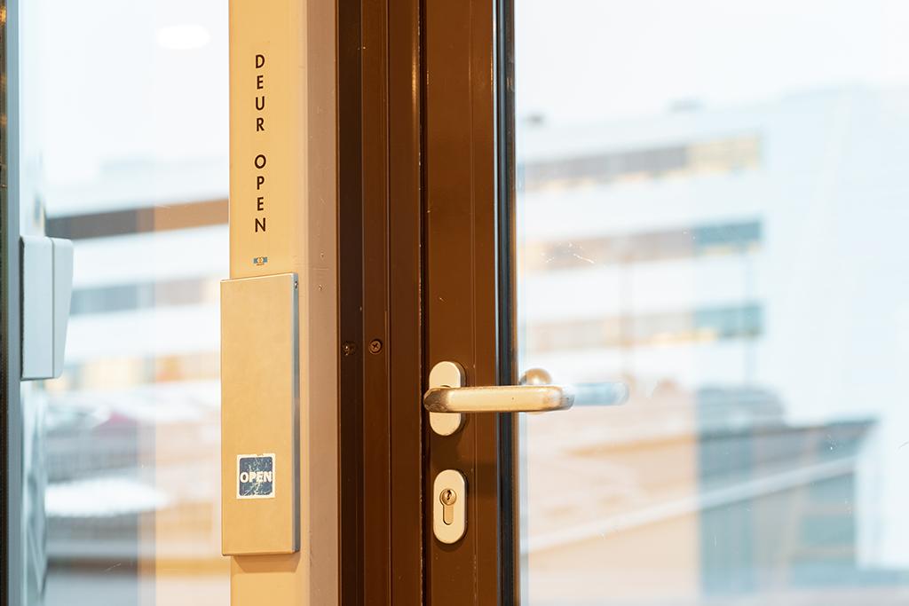 704 Jansen deur open knop